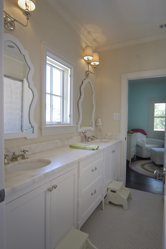 Jack and jill bathroom english heritage homes of texas - Jack and jill restrooms ...