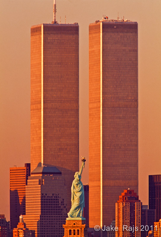 statue of liberty between twin towers world trade center