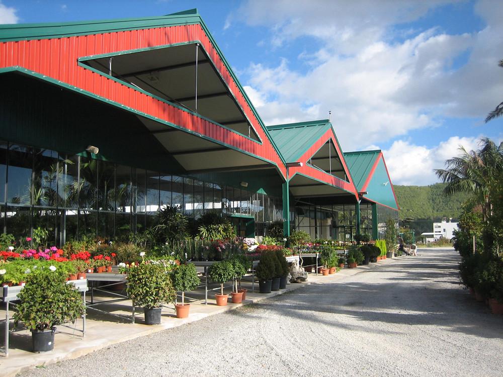 Estructuras para centros de jardiner a ininsa ofrece su for Centros de jardineria barcelona