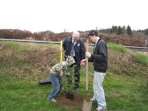 tree planting 2- Ken Murphy Director of FEMA region 10 and students | by Oregon Solutions