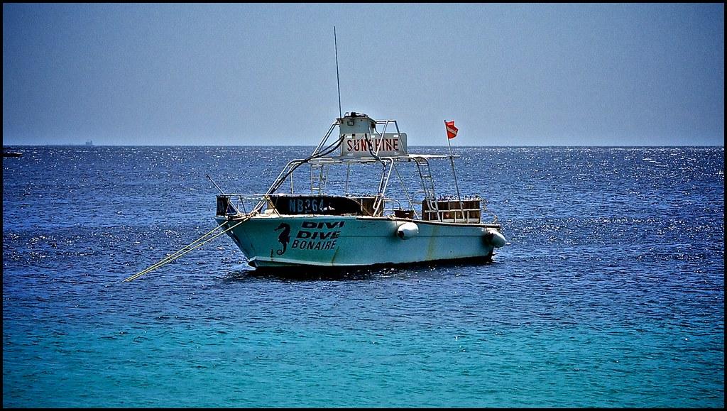 Sunshine one of divi 39 s dive boats the sea is aqua in colo flickr - Dive e divi ...