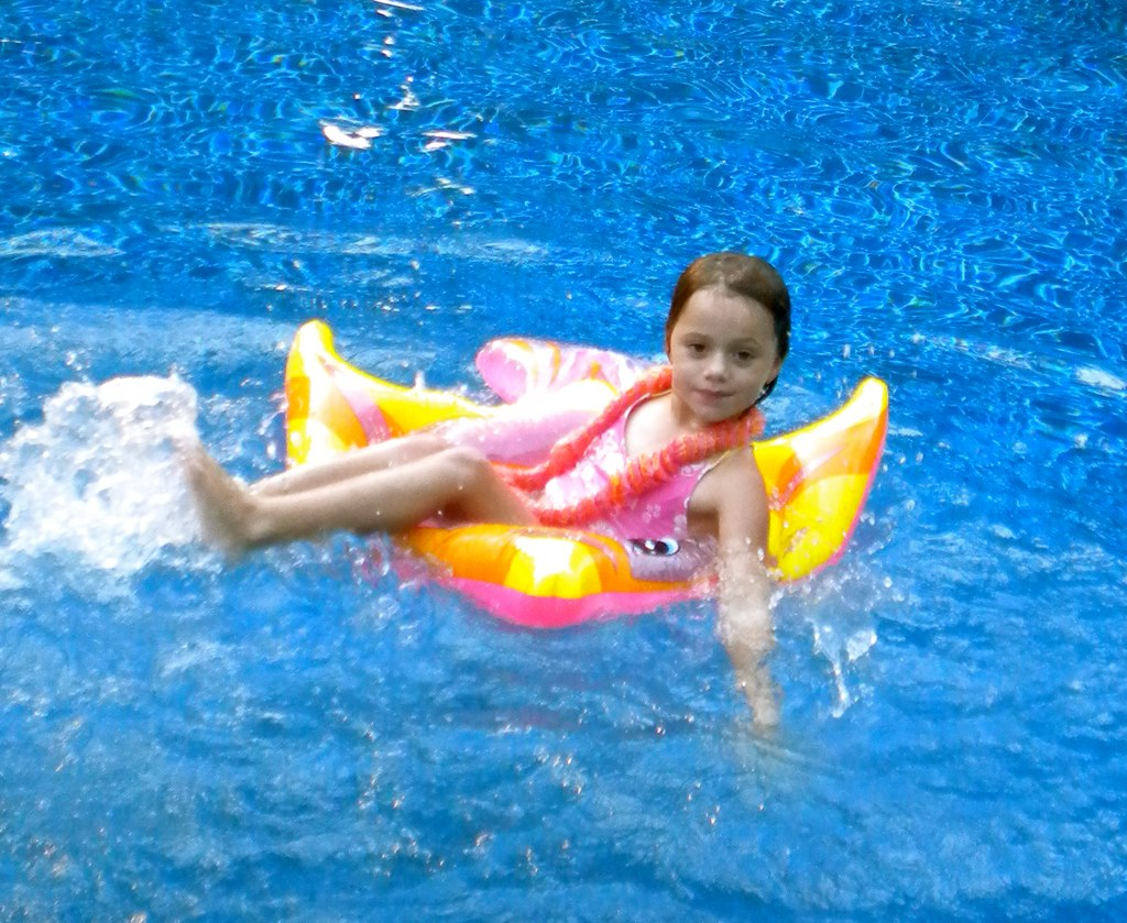 Swimming pool games to play fun pool floats make any race flickr for Swimming pool games free online