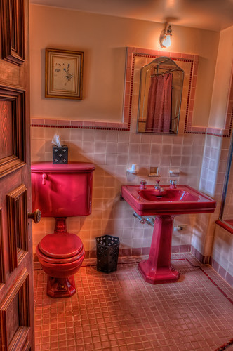 Pinewood estate pink bathroom see my photos on for Bathroom seen photos