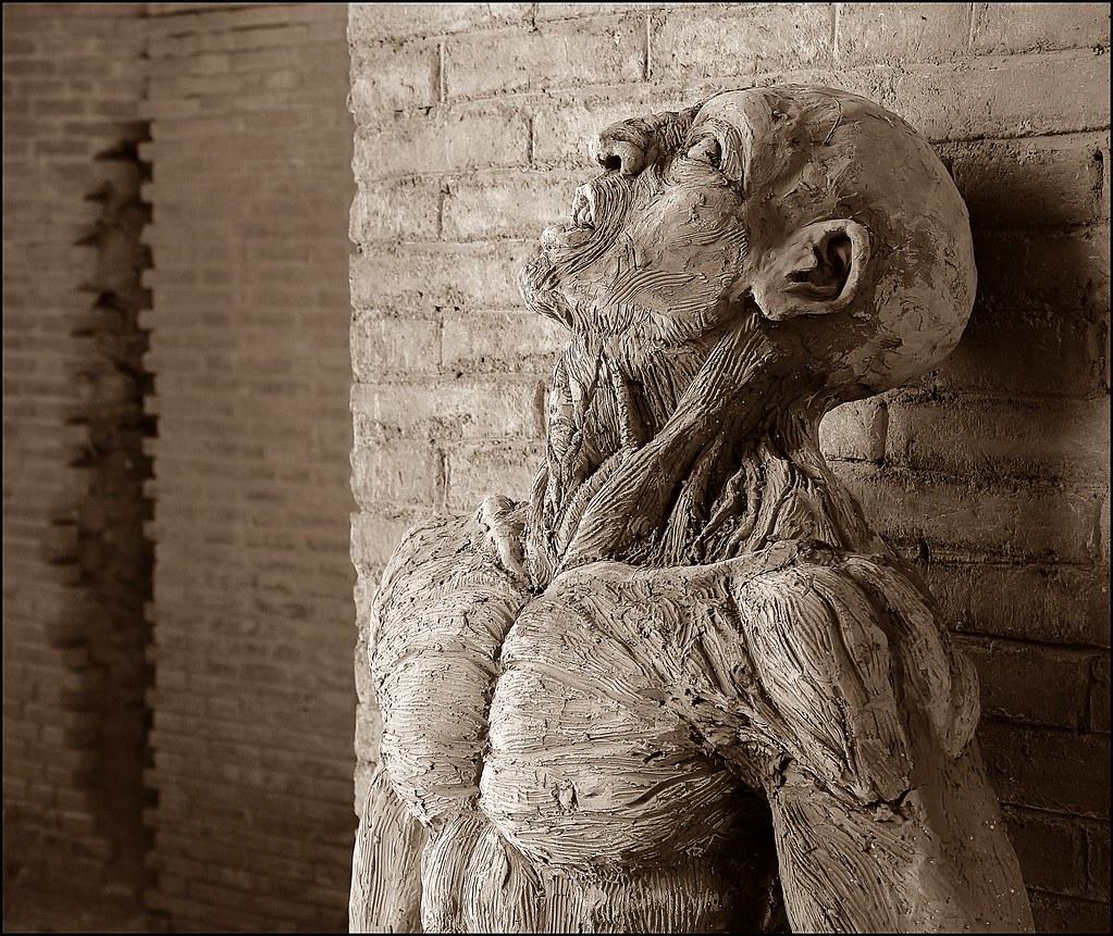 ... Statua Di Spartacus, Gladiatore Dellu0027antica Roma, Nellu0027 Anfiteatro Di  Santa Maria