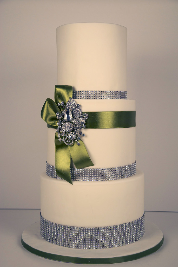 how tall is a 3 tier wedding cake bling wedding cake a 3 tier white fondant wedding 15561