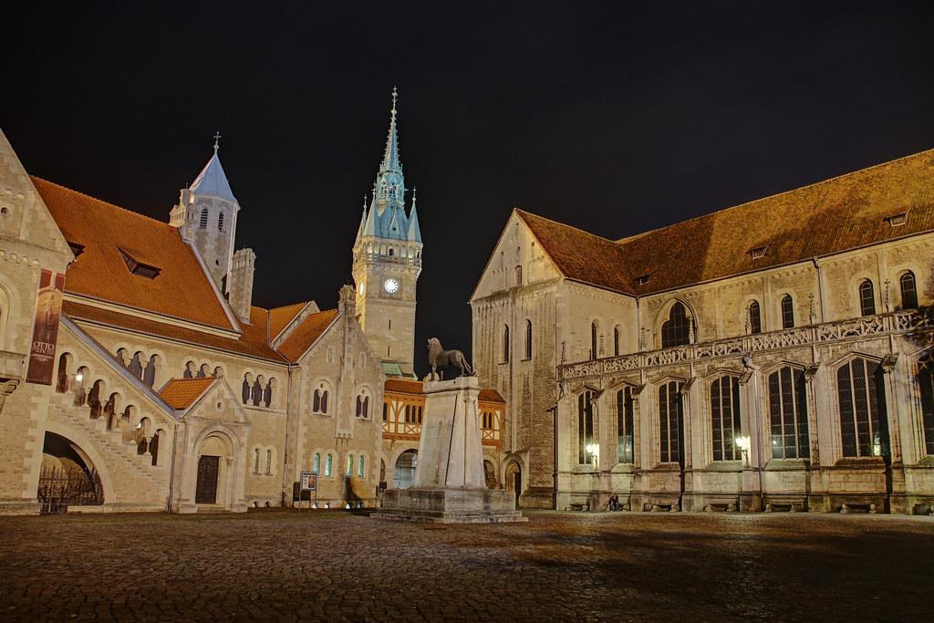 Burgplatz braunschweig at night burgplatz braunschwei for Wohndesign a r braunschweig