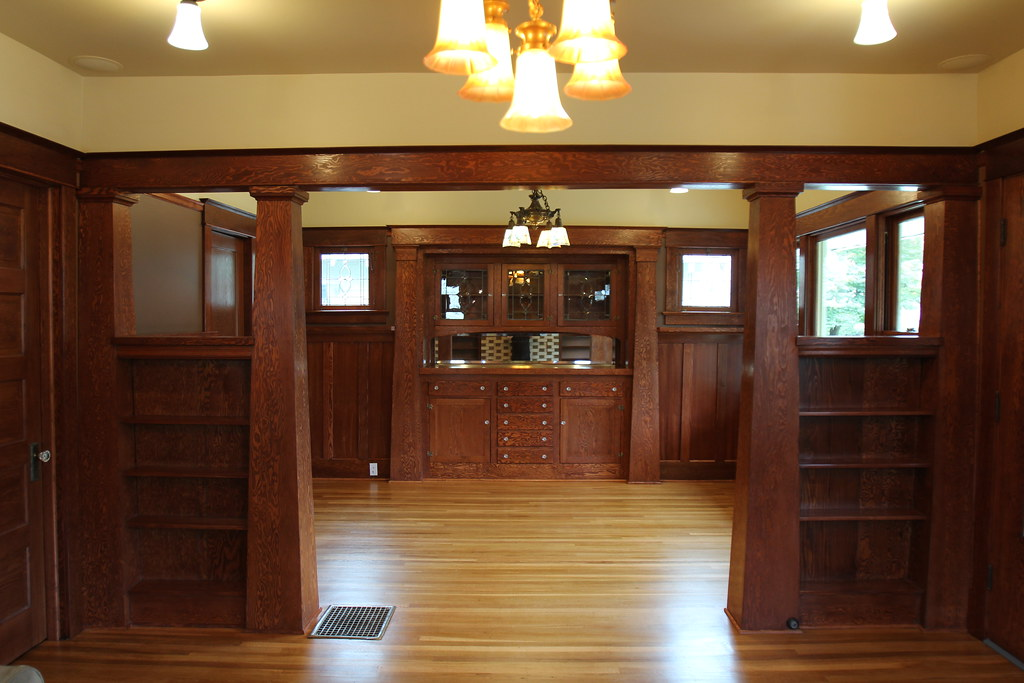 Dining Room Set In Clude China Cabinet