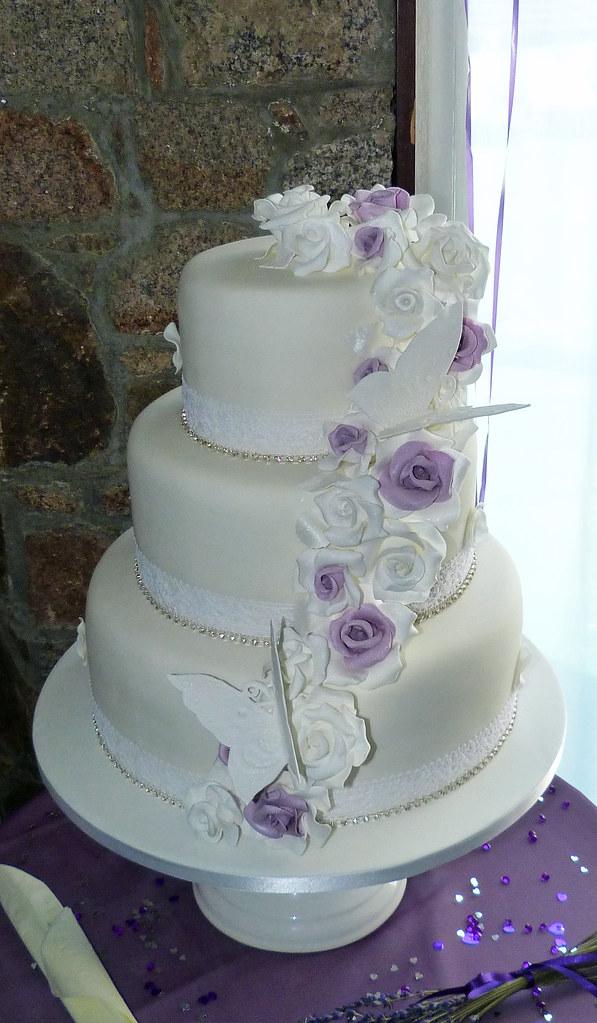 Vintage Style Wedding Cake | 3 tier vintage style wedding ca… | Flickr