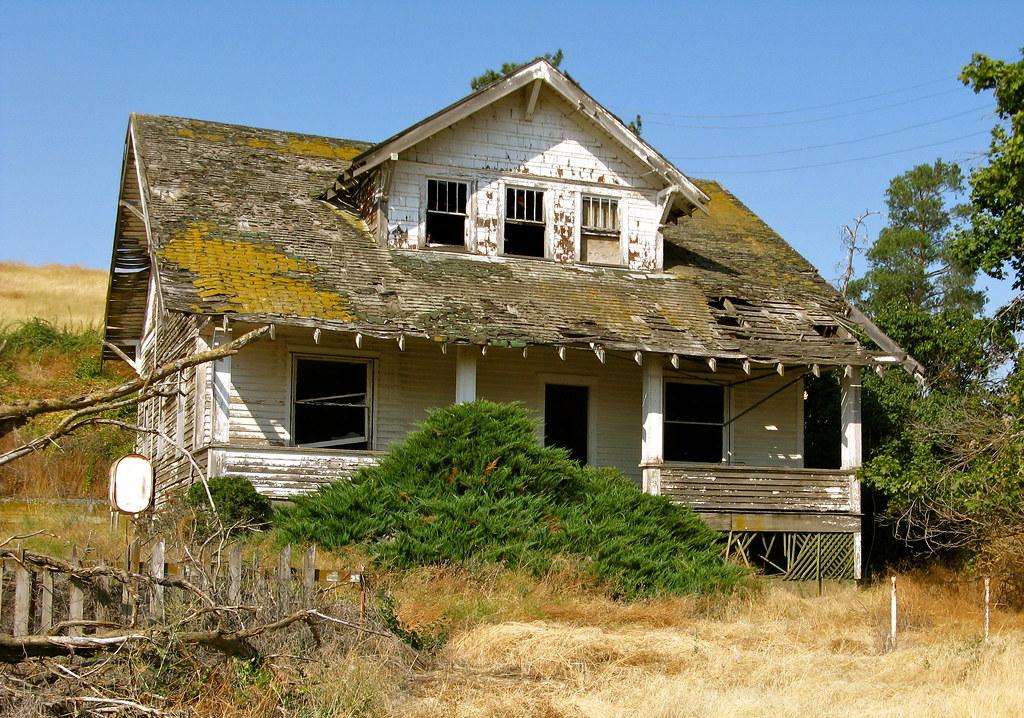Abandoned Near Endicott Washington Two Story Farm House