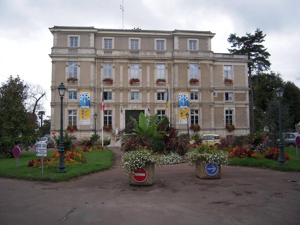 La mairie de royan l 39 h tel de ville de royan est situ for Hotel de ville de londres architecture