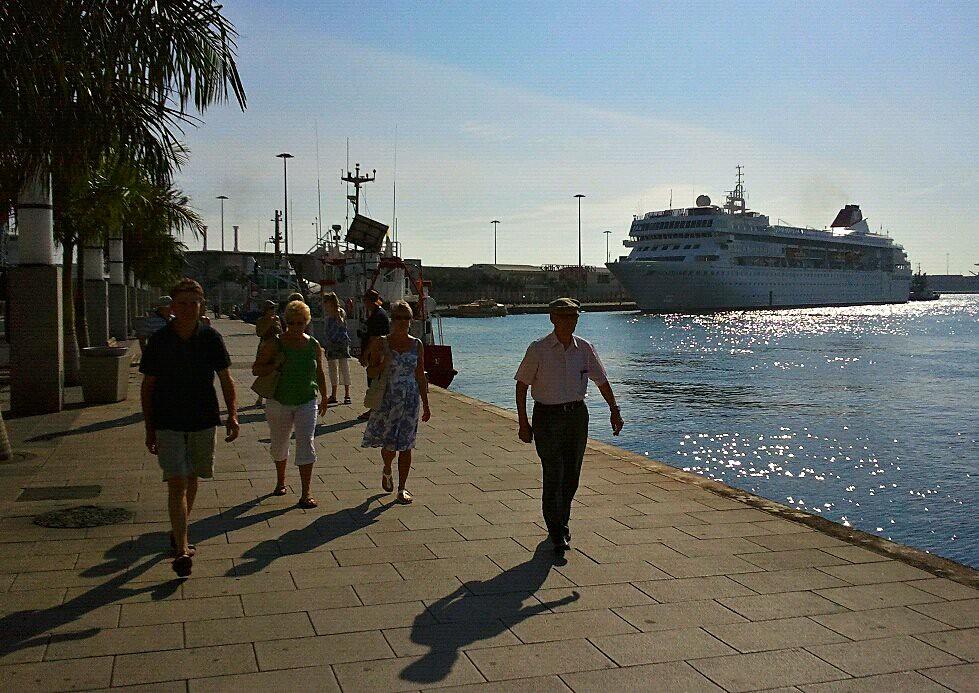 El crucero braemar de la compa a fred olsen en el puerto for Oficina fred olsen santa catalina