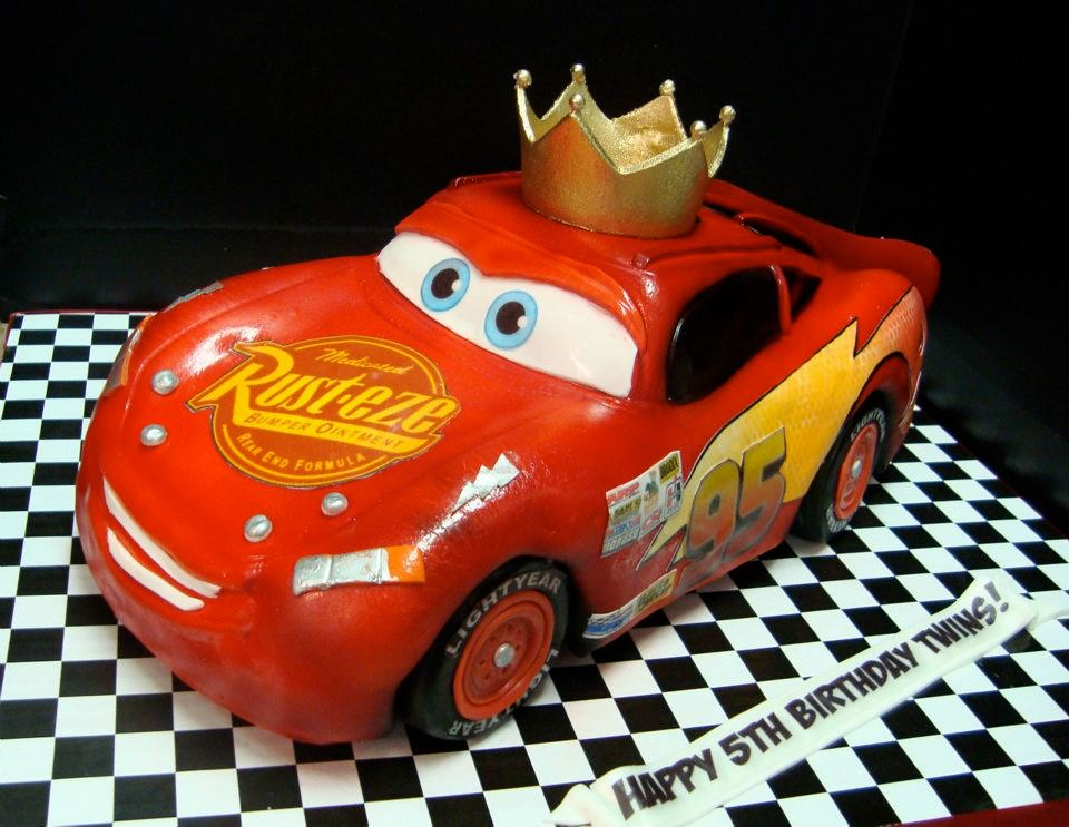 Lightning McQueen car cake with crown Now with a crown ...
