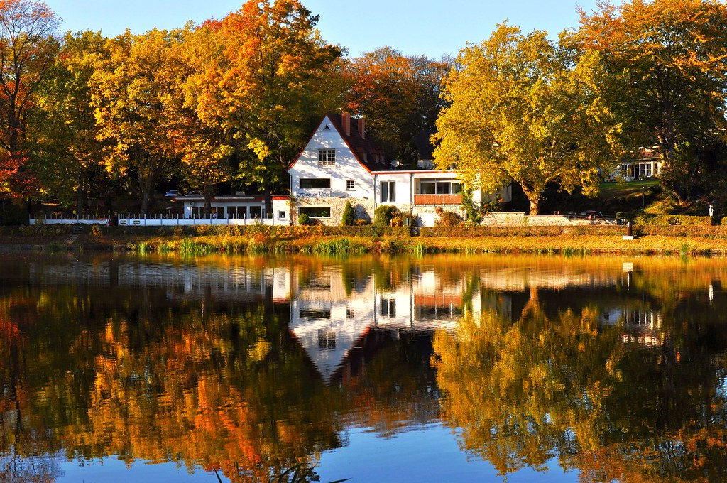 house at the lake in autumn haus am see im herbst flickr. Black Bedroom Furniture Sets. Home Design Ideas