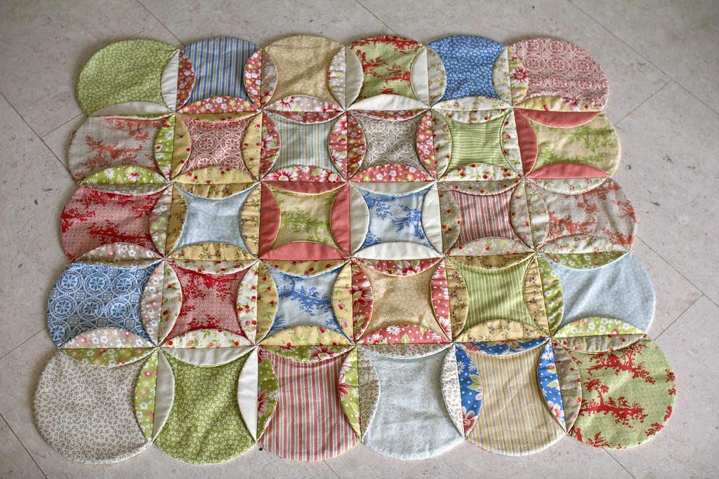 Faux Cathedral Window Quilt From My Blog 64000thingstodo