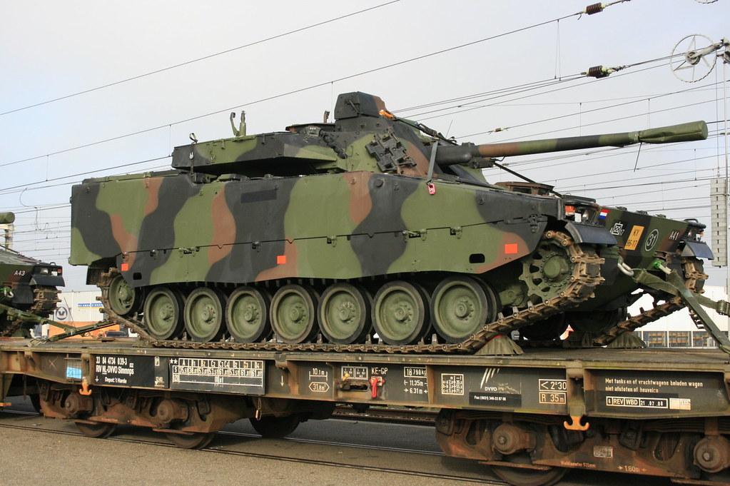 De Cv 90 van het 17 Pantserinfanterie C Cie te Acht. 18 11… | Flickr