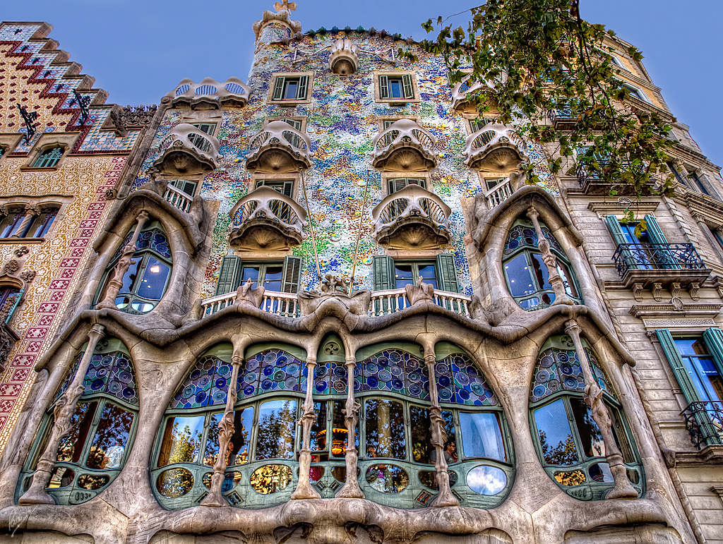 Natural shapes iv casa batllo watch it in the light - Casa modernista barcelona ...