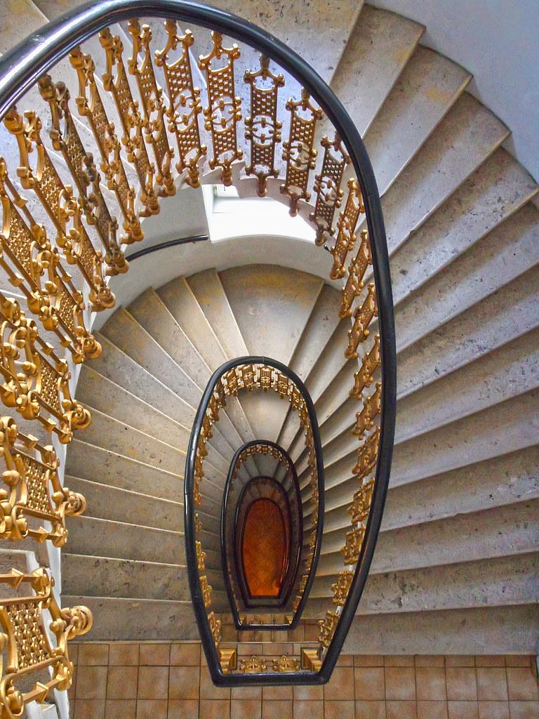 Spiral stairs down daniel schwabe flickr for Architecture spiral staircase