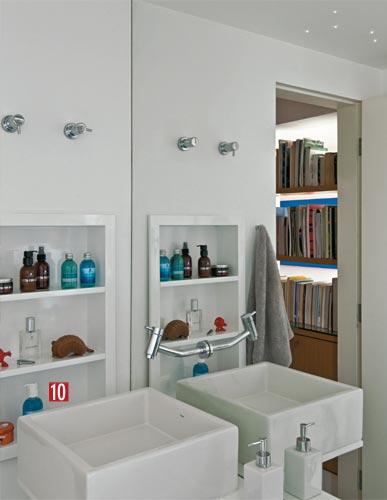 Nichos para cosméticos no banheiro  Redimob  LL10 Imóveis  Flickr -> Nicho Pra Banheiro