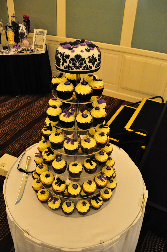 Black, white and purple wedding cupcakes | Double choc mud a… | Flickr