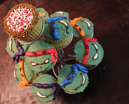 Teenage Mutant Ninja Turtle Cake And Cupcakes The