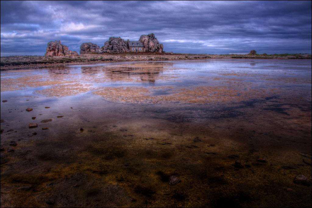 Plougrescant la maison entre les rochers castel meur flickr - Maison entre les rochers ...
