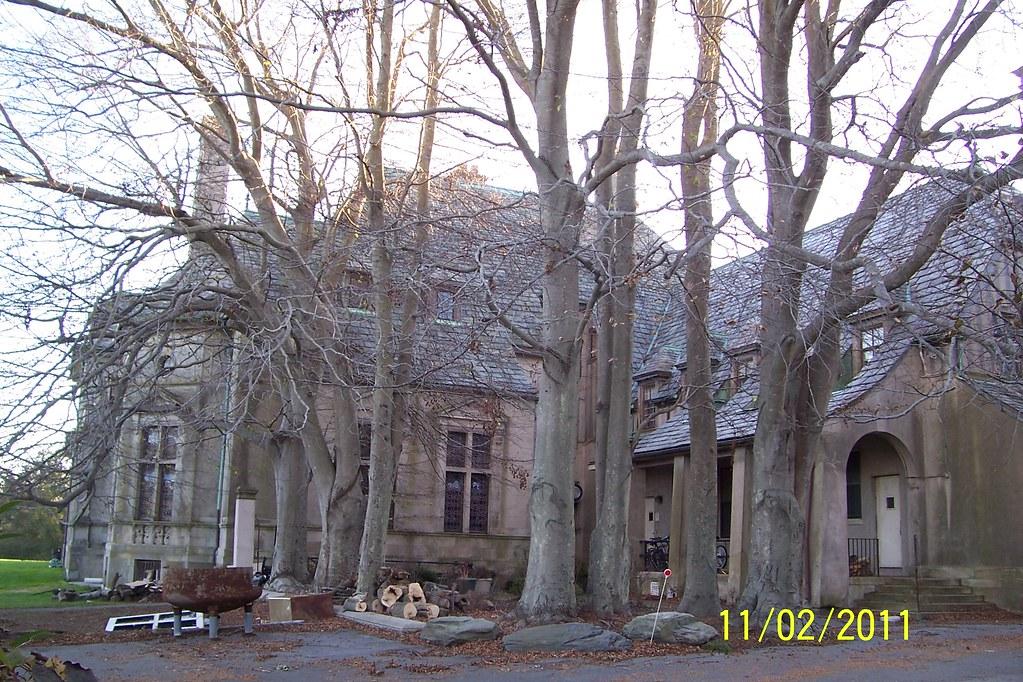 Ri Collinwood N Widows Hill Carey Mansion 78 Seaview