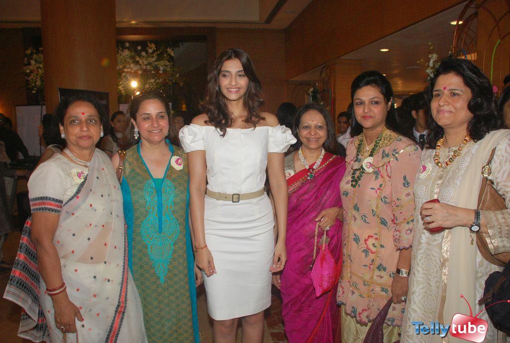 Avg Height Of Indian Women