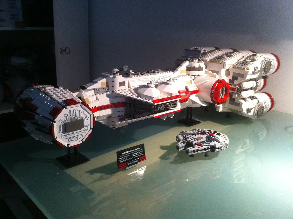 Lego 10019 Blockade Runner With Some Special