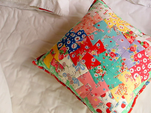 Patchwork Pinwheel pillow | by zakkaart