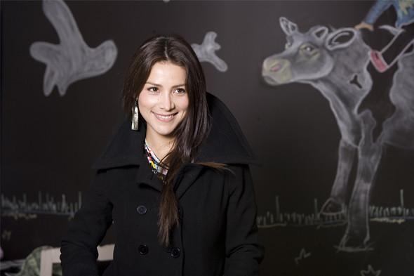 Loreto Aravena | Revista Mujeres Diario La Hora Fotografa: C ...