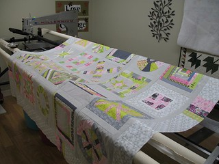 3 x 6 Bee and Quilting Divas (Sneak Peek) Ready for Longarming | by maripenquilts