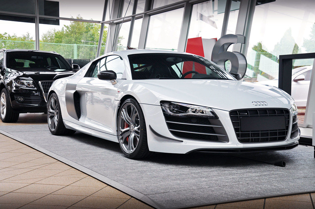 the best car in the world audi zentrum aachen audi r8. Black Bedroom Furniture Sets. Home Design Ideas
