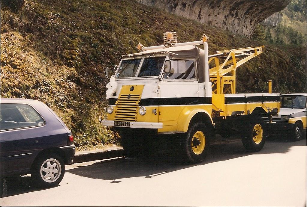 Renault r2087 4x4 d panneuse aux couleurs d 39 un garage for Garage renault evrecy 14