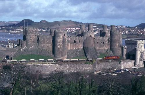37114 passes Conwy Castle on the North Wales Coast | by RyanTaylor1986