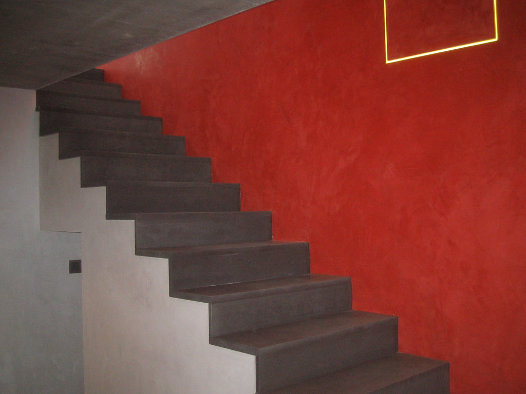 keim escalier b ton enduit rouge et platre cir bouvere flickr. Black Bedroom Furniture Sets. Home Design Ideas
