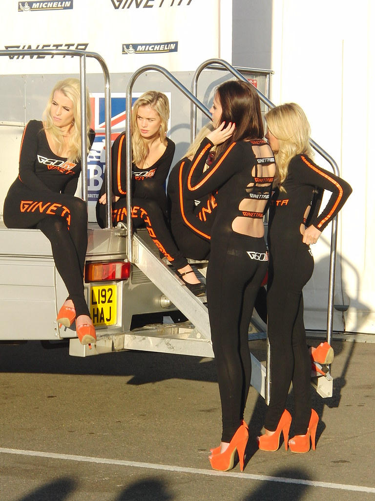 Ginetta Grid Girls At The Dunlop Msa British Touring Car C