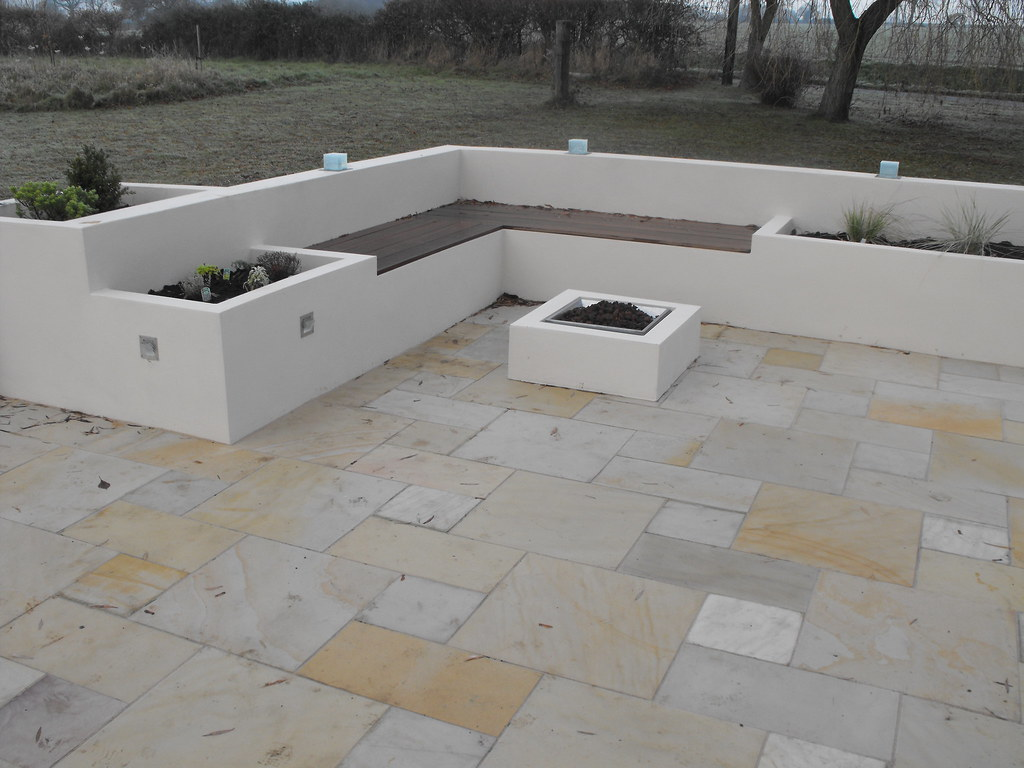 Raised beds concrete block raised beds and seating area for Cinder block seating area