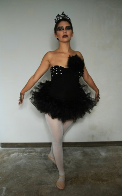 black swan halloween costume 2011 by edikeskin