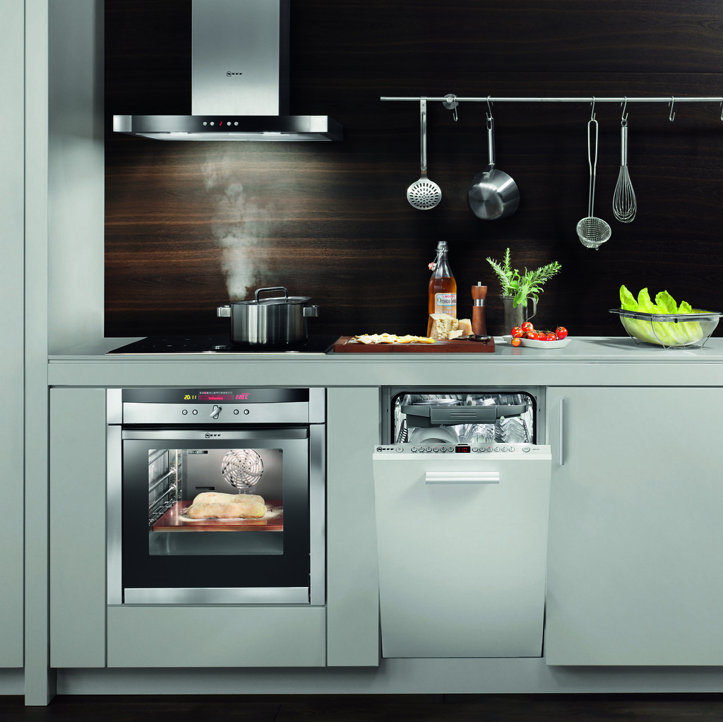 Cocina con electrodom sticos neff cocina equipada con for Hornos de cocina