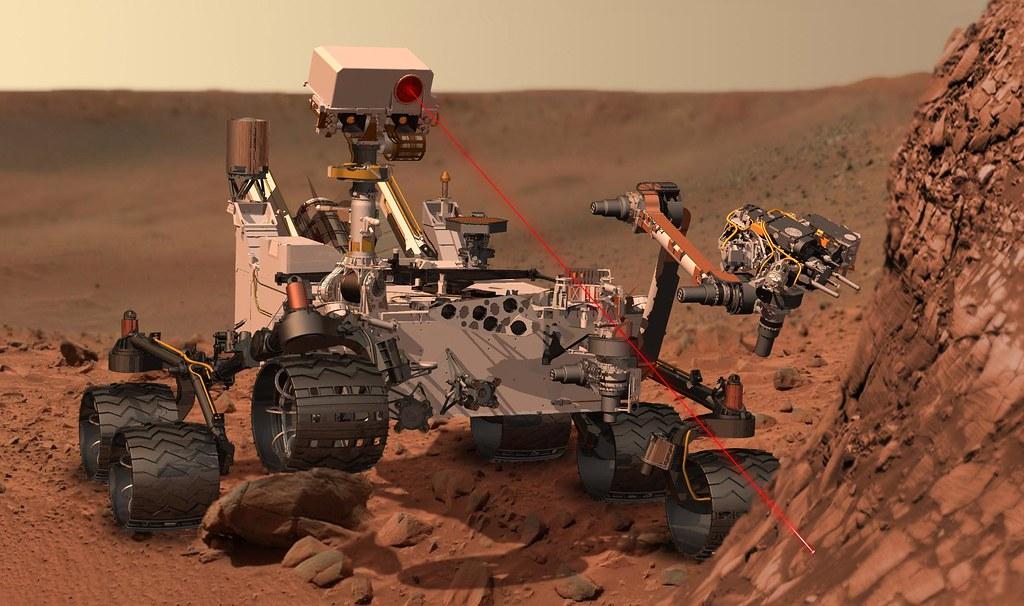 Curiosity all'opera su Marte (credit: NASA)