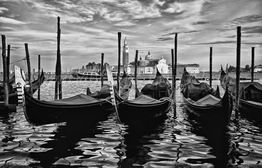 Venice black and white by angelsfanatic