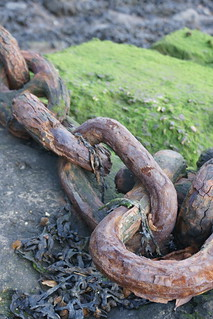rusty chains | by @krnium