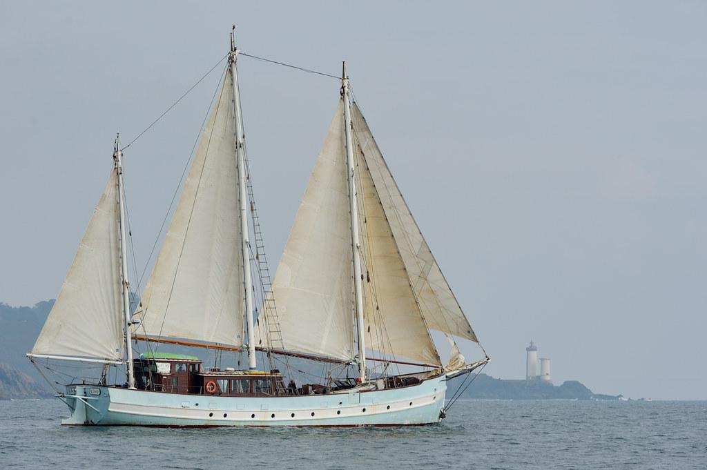 Le rara avis un des bateaux de l 39 association bel espoir for Petit bateau brest siam