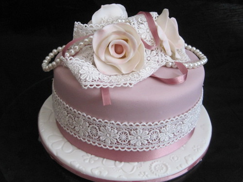 Cakes With Roses And Pearls