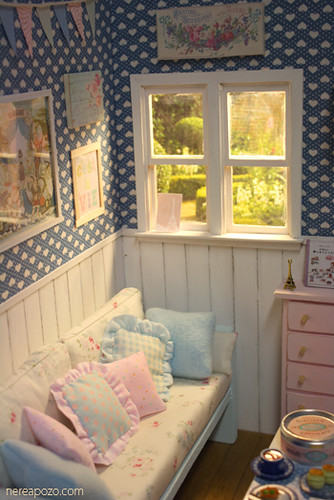 Heartstown living room diorama 1 6 scale dolls for Dollhouse bedroom ideas