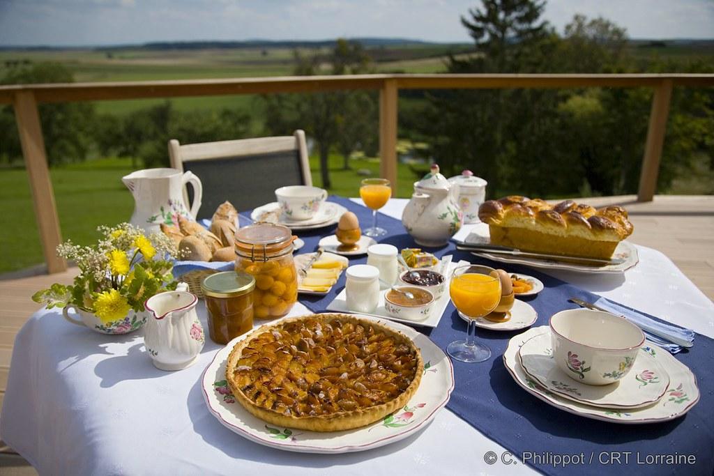 Petit d jeuner lorrain mirabelles ou myrtilles en tarte for Petit dejeuner en amoureux maison