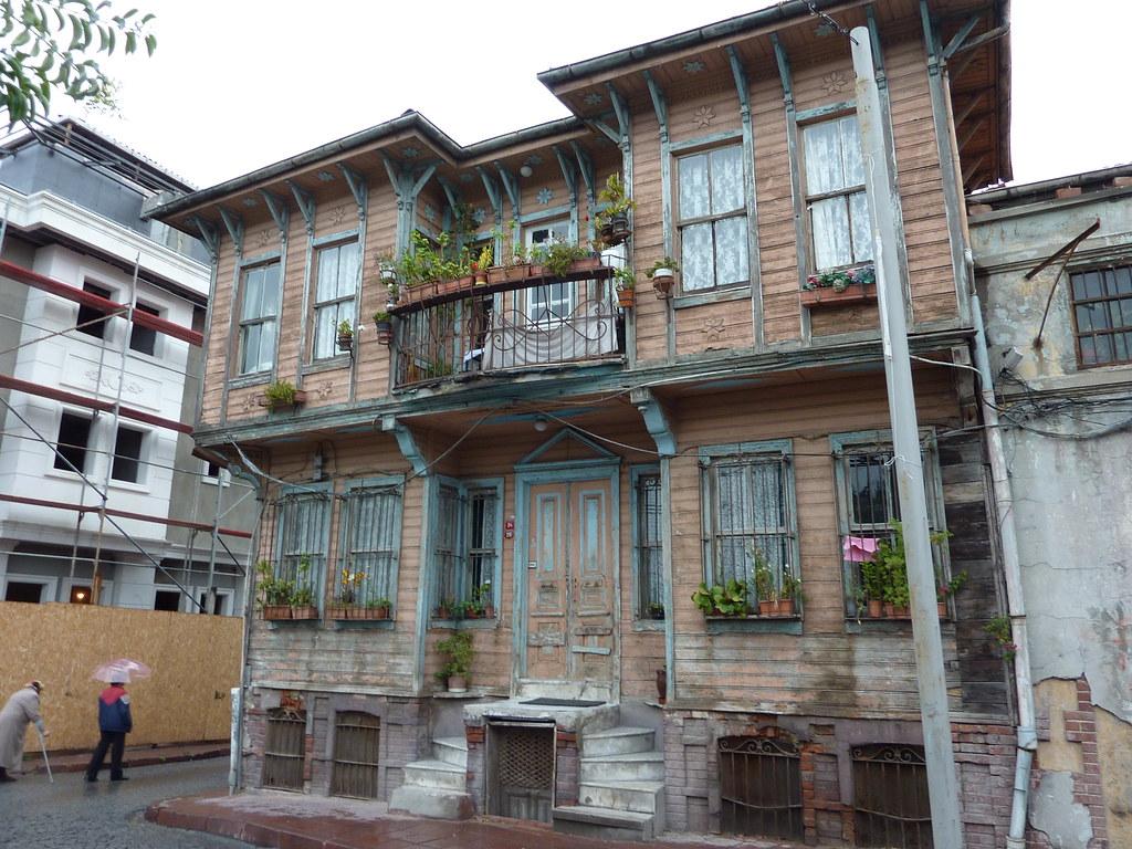 Wooden house istanbul istanbul turkey truus bob for Amida house istanbul