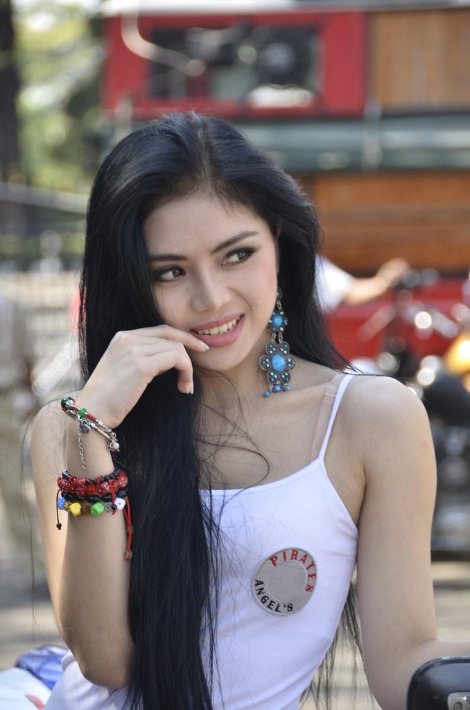 Girl In Bike Week Bandung 2011  Paralanta  Flickr-6532