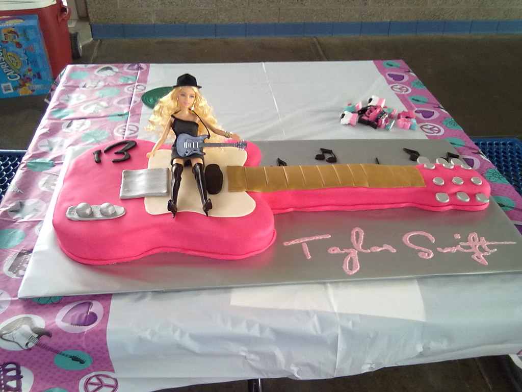 Guitar Cake With Taylor Swift Doll Kendra Flickr