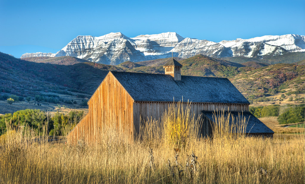 Mountain Barn | Mt. Timpanogos stands in majesty behind ...